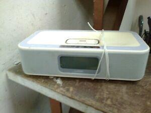 LOGIK ALARM CLOCK WITH iPOD DOCK   - (R12)
