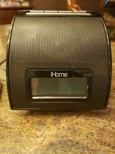 Apple iPod Touch 4th Generation Black (8 GB) includes ihome charging dock