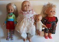 Puppen mit Puppenkleidung