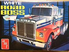 AMT 1:25 White Road Boss Truck Tractor Unit Model Kit