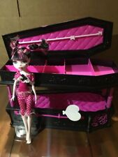 Monster High Mattel Dead Tired Draculaura Doll And Jewelry Coffin Bed