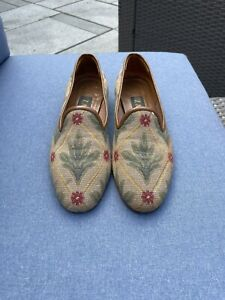 Zalo Women Size 7.5 M Beige Red Green Needlepoint Slip On Flats Loafer Shoes