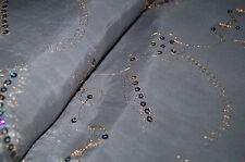 5663/002 Tela de delantal Traje vestidos típicos Gris bordado Lentejuelas