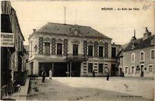 CPA   Mézidon - La Salle des Fétes    (516565)