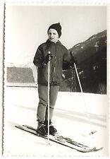 Enfant faisant du ski neige hiver sport - photo ancienne an. 1960