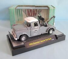 20380 M2 MACHINES / AUTO TRUCK / CHEVROLET APACHE PICK UP TOW TRUCK 1958 1/64