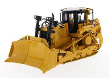 CAT Caterpillar D8T Track Type Dozer Diecast Masters 85566 with 8U Blade
