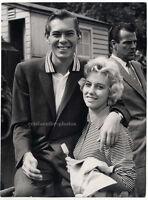 Johnnie Ray mit seiner Freundin in London, Original-Photo von 1957