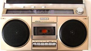 VINTAGE SONY CFS-400S boombox from the early1980's