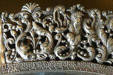Splendide Plat du 19ème ciselé de bustes d'homme et de dauphins en métal argenté