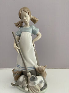 Lladro figurine Young Girl with Kittens.