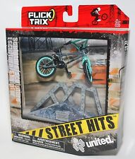 Flick Trix Display Case And Finger Bike STREET HITS UNITED with SCULPTURE