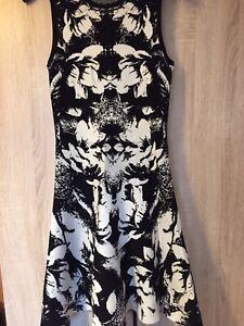 Karen Miller Black & White Floral Jaquard Knit Skater Dress XS (8 UK)