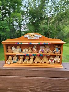 Cherished Teddies 302953 Display Shelf T is For Teddy with 15 Miniatures