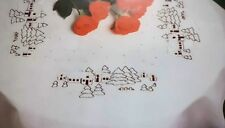 CENTRE DE TABLE OU NAPPE DE NOEL DMC.100% COTON. 80X80.BRODERIE TRADITIONNELLE