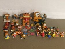 Lot of Vintage Garfield the Cat collectibles and memorabilia-miniatures, buttons