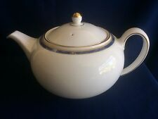 Wedgwood Cantata 2 pint teapot (chips to base rim)