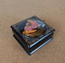 SMALL VINTAGE RUSSIAN PAPIER MACHE HAND PAINTED SIGNED LACQUERED TRINKET BOX
