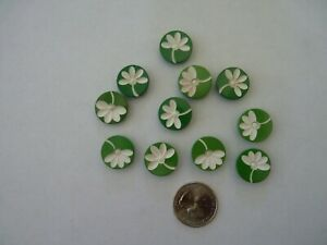Vintage set 11 carved buttons green / white Adorable