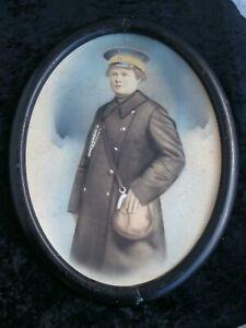 altes Bild koloriertes Foto Eisenbahnerin Schaffnerin Holzrahmen oval