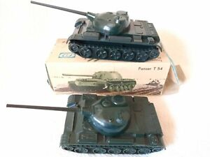 Panzer, Militär, DDR, Militärspielzeug, T 54, Hart-Plastik, 2 Stück, NVA