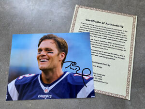 Tom Brady Signed Autographed 8 x 10 Photo With COA  New England Patriots