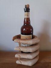 Très joli porte bouteille en forme de mains en bois - 17 cm