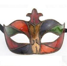 Maschere multicolore in plastica per carnevale e teatro