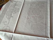 Antike Tischwäsche aus Halbleinen