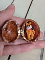Miniatur Künstlerteddy Fuchs ca.2,8cm in einer Walnussschale Handarbeit OOAK