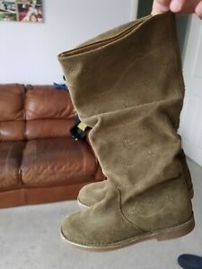 Lovely Clarks khaki suade pretty knee high older girls or ladies boots size 4.5