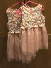 Le ragazze Party Dress, età 5-6 anni e 2 anni SORELLE corrispondenti