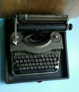 Ramington typewriter portable with Box
