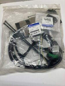 BRAND NEW Jeep Liberty Trailer Tow Harness  82207290AB Mopar Free Shipping