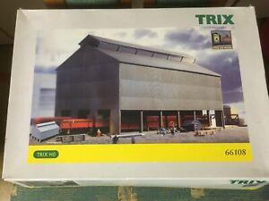 Werkhalle 66108 von Trix - H0 -  in geöffneter OVP