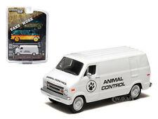 1976 DODGE B-100 VAN ANIMAL CONTROL HOBBY EXCLUSIVE 1/64 GREENLIGHT 29782