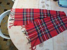 Écharpe en cotton rouge avec quadrillages avec franges  POIDS : 77 grs LONGUEUR