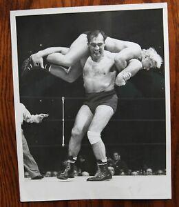 Original Vintage 1950 Boxing/Wrestling Photo: Primo Carnera v Gene Stanlee
