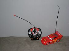 Disney/Pixar Voiture Cars Flash Mc Queen téléguidée/télécommandée ( Long:17 cm )