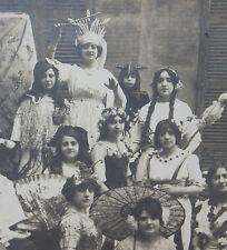 Photographie ancienne enfants et jeunes filles carnaval fête costumée rarissime