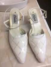 LIBERTA BEYONCE LADIES SIZE 4 CREAM CLOSED TOE SEQUIN SHOE