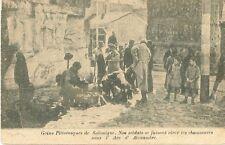 CARTE POSTALE SALONIQUE GRECE SOLDATS SE FAISANT CIRER LES CHAUSSURES