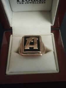 9ct gold large men's ring with onyx and the letter A, size 9, 6.24 grams