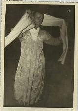 PHOTO ANCIENNE - VINTAGE SNAPSHOT - HOMME TRAVESTI DÉGUISEMENT DRÔLE - DISGUISE