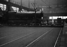 PHOTO  A SHOP AT SWINDON LOCO SHED  ON 16TH JUNE 1953
