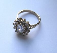 9ct gold oval cluster Cubic Zirconia ring 4g Size M