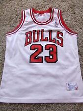 MICHAEL JORDAN CHICAGO BULLS  JERSEY CHAMPION NBA SIZE LARGE WHITE MENS