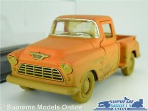 CHEVROLET STEP SIDE MODEL PICK UP TRUCK 1:32 SCALE RED MUDDY EFFECT + CASE K8