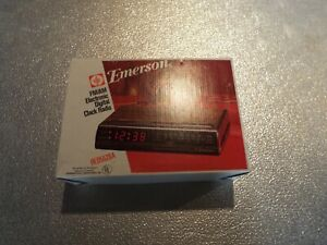 Vintage Emerson FM/AM Electronic Digital Clock Radio Sleep Timer Model RED5520A