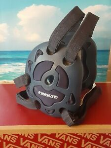 Brute Wrestling Ear Guards Quad lll Navy used small crack on left ear (pictured)